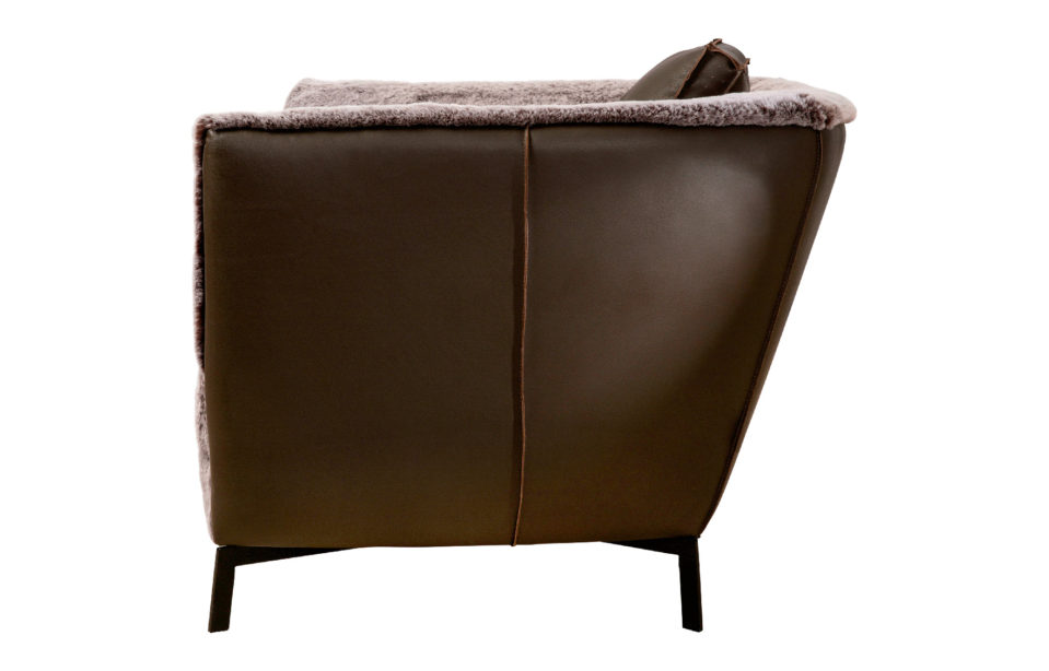 Couch1 Black 0000 Couch2.png
